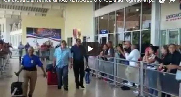 Calurosa bienvenida al PADRE ROGELIO CRUZ a su regreso al pais